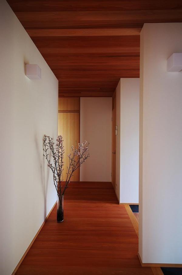 和風だけどモダンな玄関のおしゃれな画像 玄関 モダン 和モダンな家