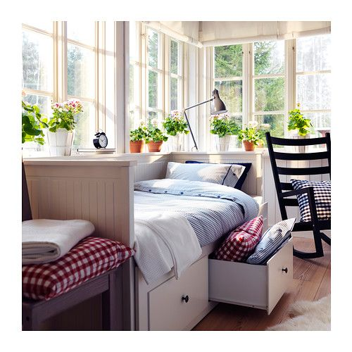 HEMNES Kanapé-ágykeret 3 fiókkal IKEA Négy funkció - kanapé, egyszemélyes ágy, dupla ágy és tároló egyetlen bútordarabban.