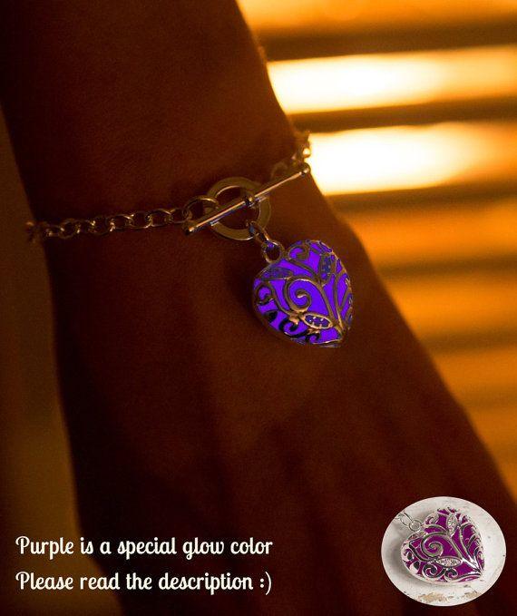 Purple Glowing Heart Bracelet  Graduation Bracelet  door EpicGlows