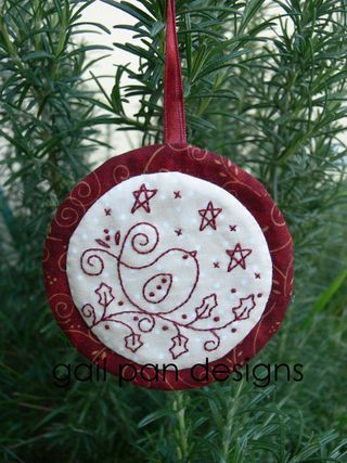 Gail Pan Designs is the second in the Aurifil Designer Blog Hop with this sweet little redwork bird on holly leaves. To download this pattern visithttp://gailpandesigns.typepad.com/my_weblog/2012/11/aurifil-blog-hop.html    Don't forget, if you leave a comment on each of the featured blogs for that week, you will be entered to win some wonderful prizes from Aurifil.