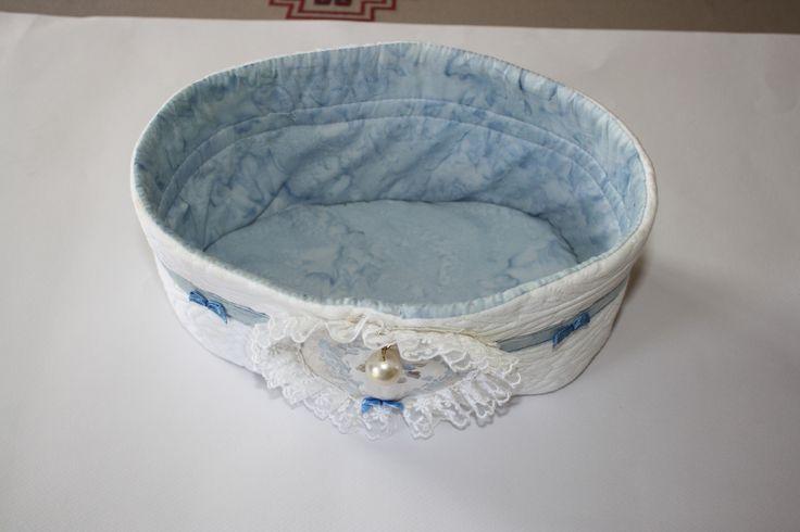 corbeille-fourre tout damassé blanc et bleu : Boîtes, coffrets par ma-broderie
