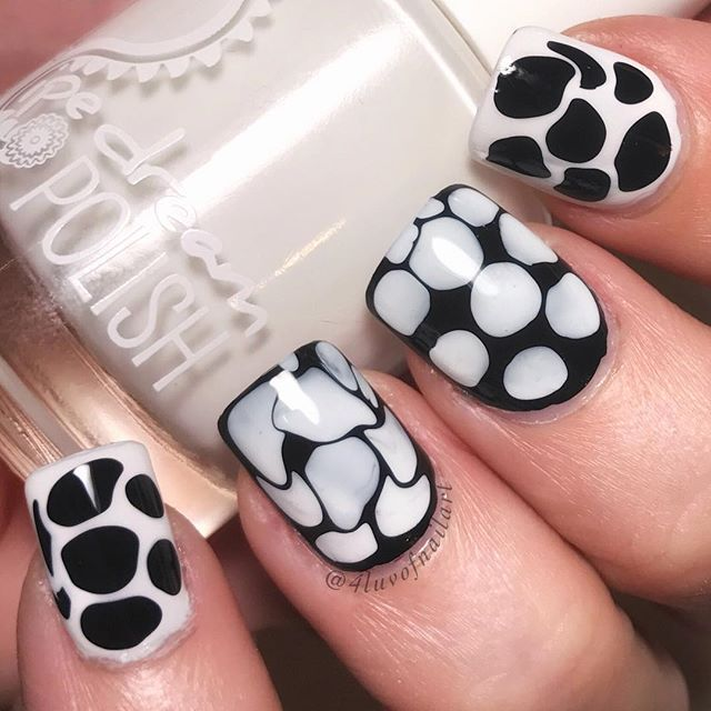 This is a fun mani that I did because I wanted to try #blobbicure All the nails came out different and I think it's pretty cool. Kinda reminds me of either a Dalmatian 🐾or a cow 🐄 😂😂 Definitely have to try this out again soon. - - This nail design is up on @getlaq app so check them out and vote on them or order them and you can have this exact design as your own!! - - ❄️Products I used: 🔸Polish: @pipedreampolish 'Atrament' and 'Whitewater' 🔸Top Coat: #sechevite @sechenails 🔸Skin…