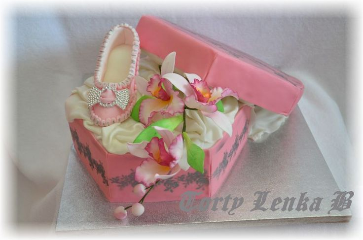 birth day cake with lady shoe