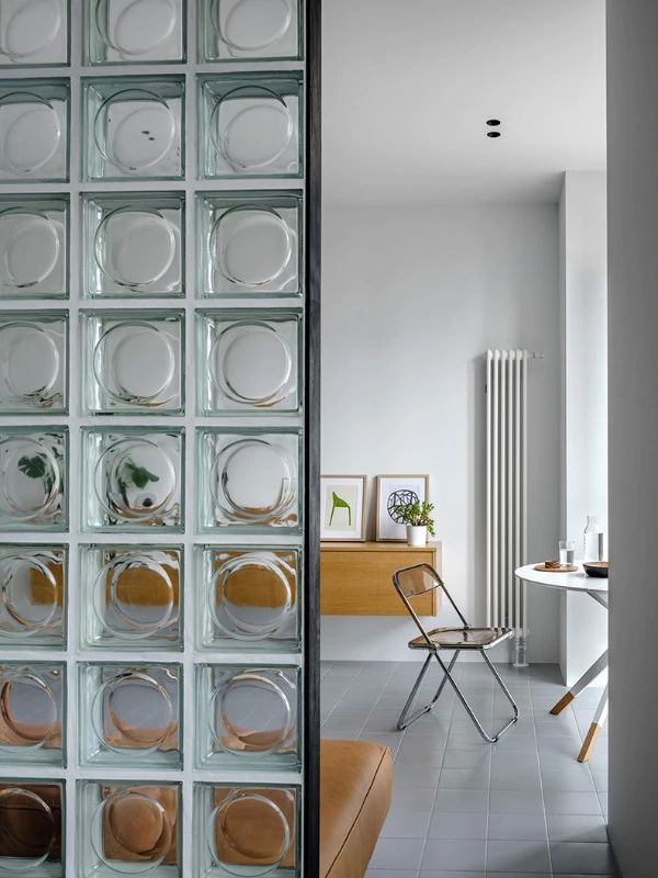 Tracce di costruttivismo in un mini appartamento a Mosca