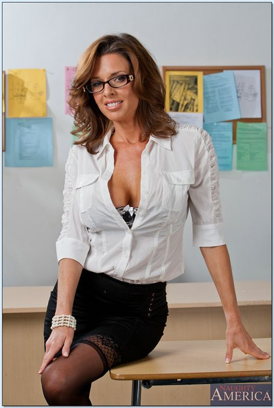 veronica avluv teacher