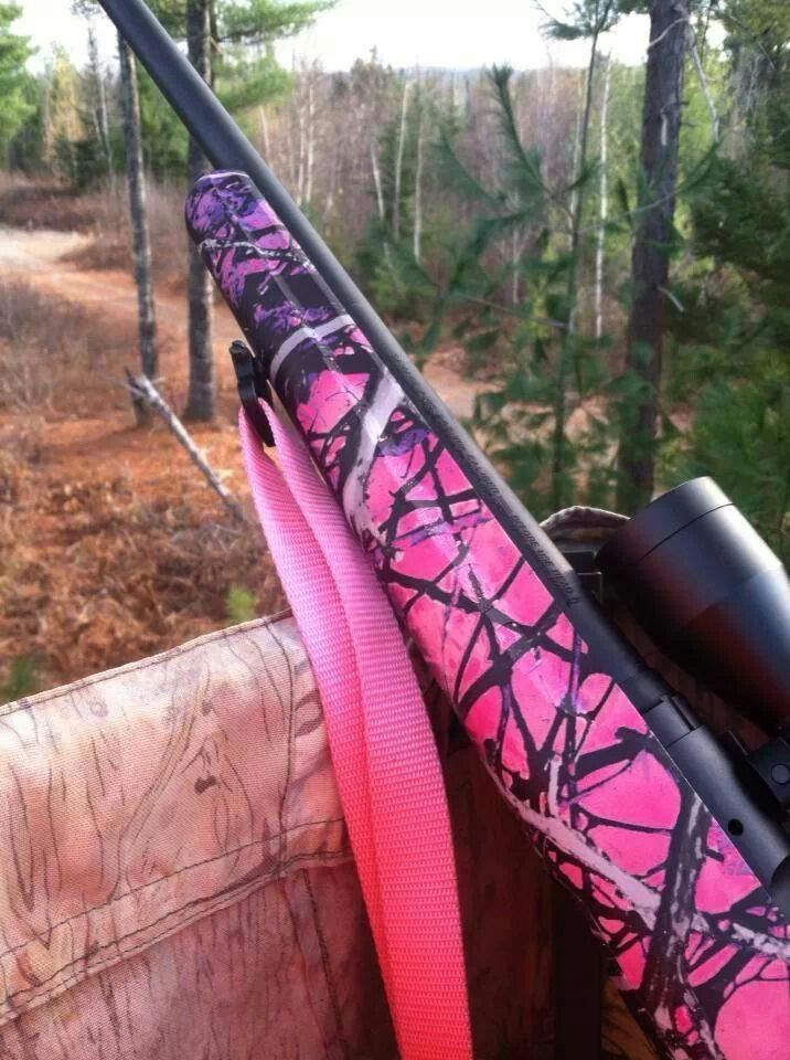 Muddy Girl Camo rifle...I want this same one and am loving the pink strap too