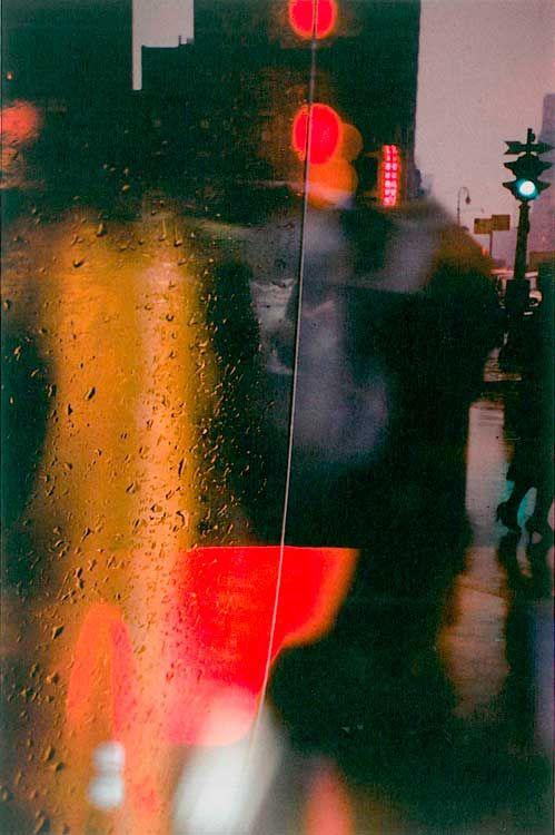 nbnsundance: lethefudgery: Saul Leiter: Spaziergang mit Soames (1958) (via fokussiert.com)