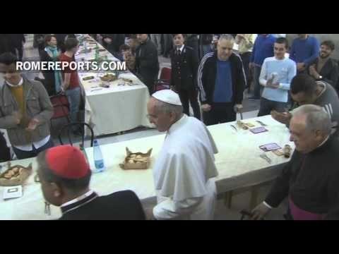 El Papa comió en una cárcel de Nápoles en compañía de los reclusos