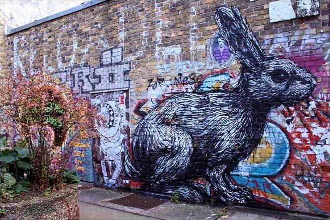 Street art by ROA | © Steffi Reichert/Flickr