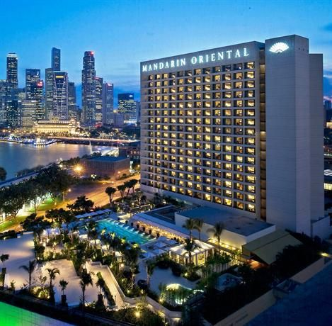 OopsnewsHotels - Mandarin Oriental Singapore. This Singapore City Centre hotel is located in an area popular with tourists and is in close proximity to Suntec City. It offers excellent fitness facilities, including outdoor tennis courts and an outdoor pool.