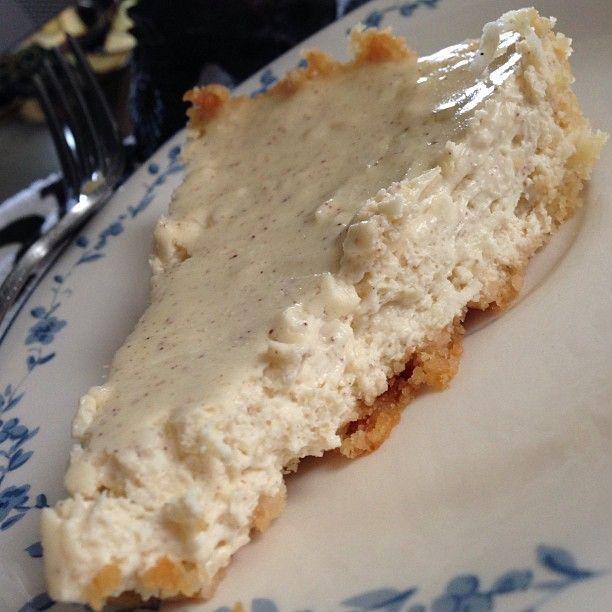 Pumpkin Spice Coconut Cheesecake // keto recipes // keto desserts   Recipes   Pinterest   Keto ...