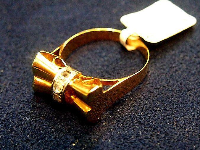 Jewellwery-Ring-Vintage-Art DecoGold Bow Diamond Ring