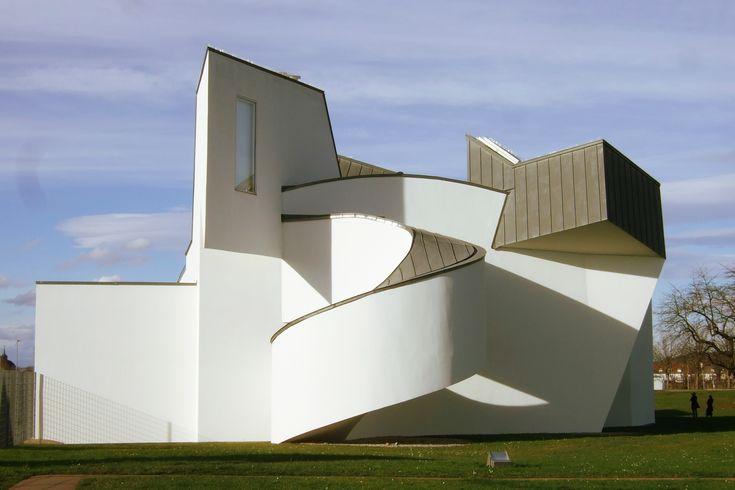 Frédéric Smeets & Sophie Roose nous balade : en Allemagne, à deux pas de la frontière Suisse : nous sommes à Weil-am-Rhein au Vitra Design Museum Tadao Ando...
