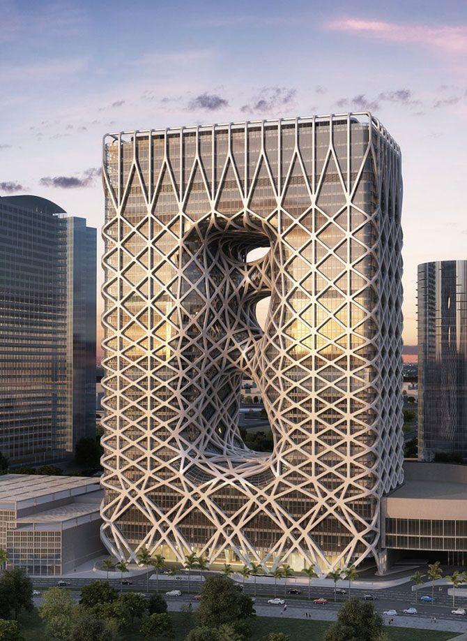 <em>City of Dreams</em> est un hôtel de 40 étages conçue par Zaha Hadid Architects pour la ville de Macao en Chine. L'aspect de cette architecture est surprenant: le contour rectangulaire est composé de vides et de pleins traversant la tour et d'une structure externe pour habiller la façade. Zaha Hadid l'a réfléchi comme un exosquelette ou une carapace à ossature métallique visant à renforcer et dynamiser le design général.