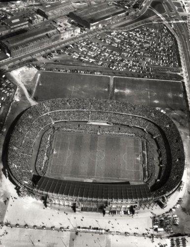 Stadion de Kuip Rotterdam . Luchtfoto, overzicht uitverkocht stadion jaren 60.