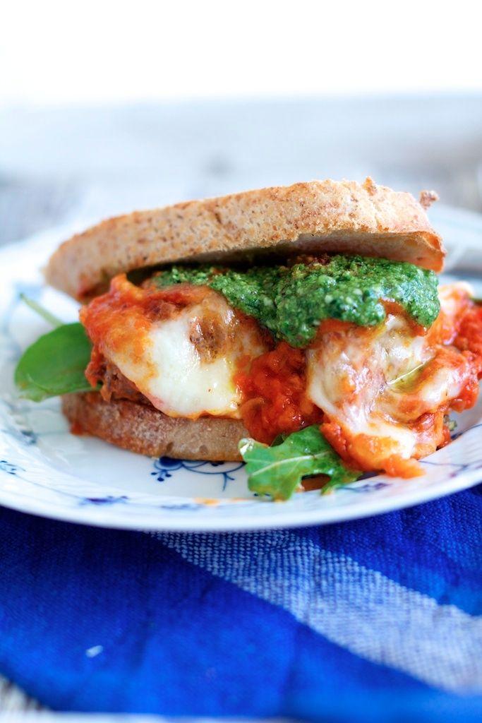 Her har du en dejlig opskrift på kødboller i tomatsauce. Om du vælger at servere dem til pasta eller som en Meatball sandwich, det er op til dig.