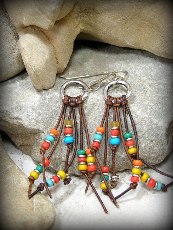 Pendientes tribales, pendientes de cuero, pendientes suroeste, joyería Tribal, sudoeste joyas, pendientes Bohemia, Boho joyas, cuentas pendientes