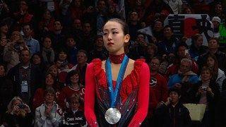 http://www.fnn-news.com/news/headlines/articles/CONN00262487.html ソチオリンピック・男子フィギュアスケートの金メダル候補・羽生結弦選手(19)が、ソチで初練習を行った。 さらに、開会式のリハーサルの様子も、一部公開された。 前日の夜に、ソチに入った羽生選手は、本番会場の隣にあるリンクで初練習に臨み、フリーの曲に合わせて、軽めの調整を行った。 羽生選手は、開会式前に行われる団体戦にも出場予定で、チームジャパンのエースとしても、活躍が期待される。 羽生選手は「すごく長いフライトだったので、ちょっとだるいですけど。やりきれるかどうかというところが、本当に目標です。本当にどんな結果であっても、どんな内容であっても、とにかく全力を出し切りたいと思います」と話した。