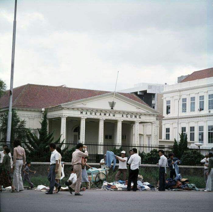PKL depan Gedung MA, 1977