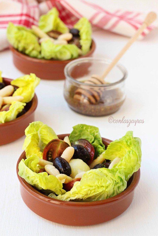Ensalada aragonesa: cogollo de lechuga, tomates, cherry, huevos de cordorniz, puntas de espárragos, judias blancas, aceitunas negras. Vinagreta: Sal , pimienta, AOVE, vinagre y mostaza.
