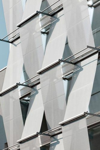 Outside sun screens, F40 Office building in Berlin by Petersen architekten.