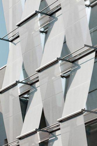 Outside sun screens, F40 Office building in Berlin by Petersen architekten.
