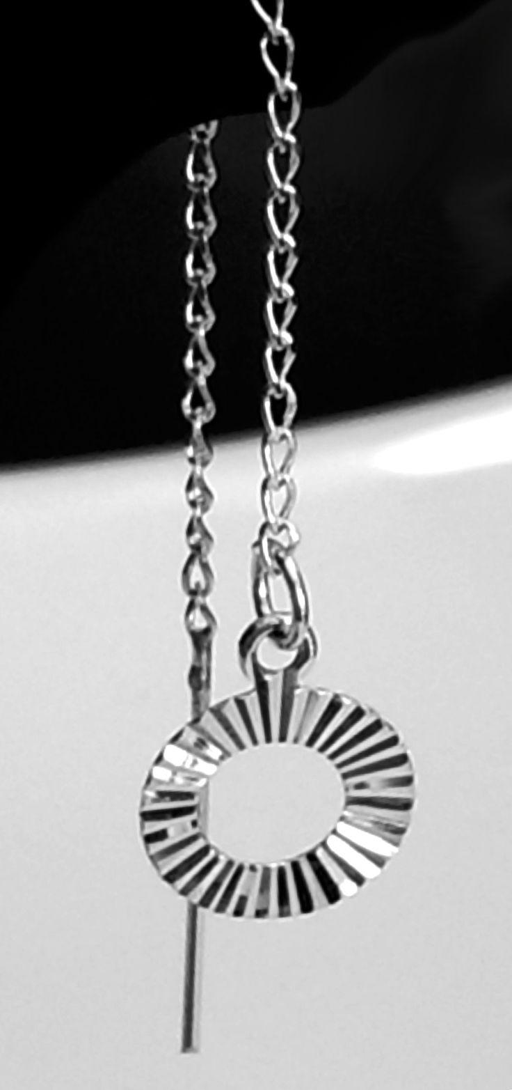 Par de Aretes de Plata .925 Con Dije en forma de círculo y cadena de fígaro.  9.25 cm