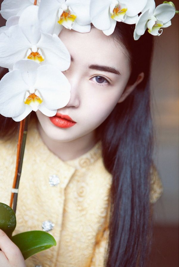 Zhang Fen Ju || Yu An's oldest sister. Very charming and beautiful, raised purely to be married off. Never had a choice in the matter. Dark blue eyes.