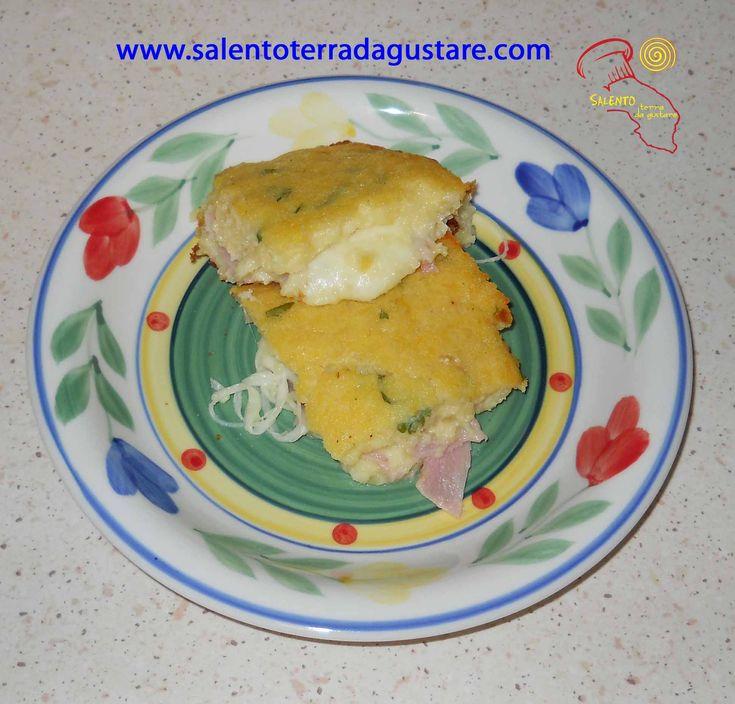 La pitta di patate è un classico della cucina salentina, si può gustare anche a temperatura ambiente come antipasto!! Questa e altre ricette salentine vi aspettano sul sito www.salentoterradagustare.com!!!!!;)