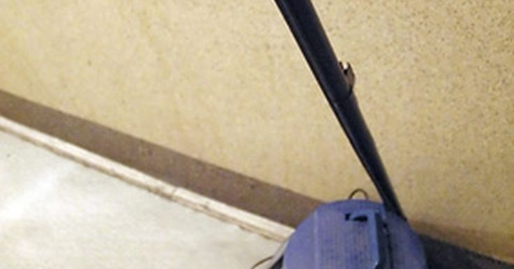 Consejos rápidos para arreglar una aspiradora Dirt Devil. Según Dirt Devil.com, las Dirt Devils son aspiradoras versátiles convencionales con accesorios potentes. Sin embargo, cuando presenta una falla, puedes dudar de cómo repararla. Si has guardado el recibo y todavía está cubierta por la garantía, estás de suerte. La reparación puede incluirse de forma gratuita. Ahora bien, si necesitas repararla por ...