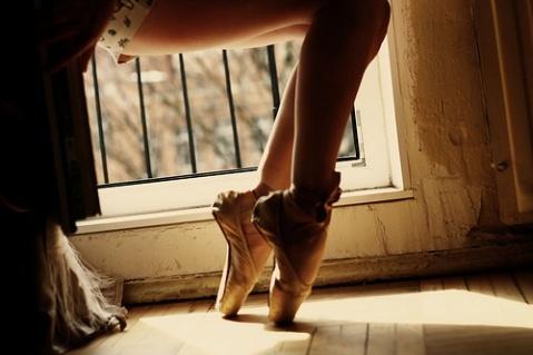 en pointe: En Points, Points Shoes, Ballerinas, Girls Photography, Arches, Ballet Dance, Legs, Ballet Photography, Ballet Shoes