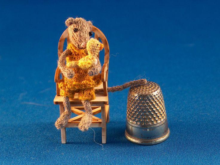miniature mouse with little bird door MiniMadeCraft op Etsy