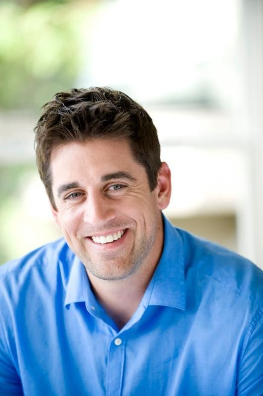 Aaron Rodgers looks so great in this color. <3