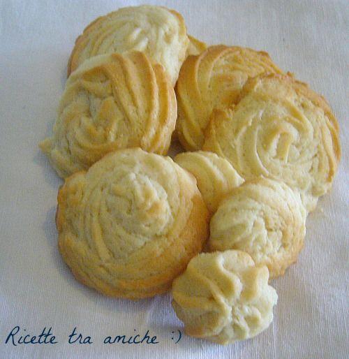 Biscotti alla panna.I biscotti sono buoni in tutti i modi,ma questi alla panna si sciolgono in bocca, e poi ogni occasione è buona per mangiarli, a colazione, a merenda, dopo cena