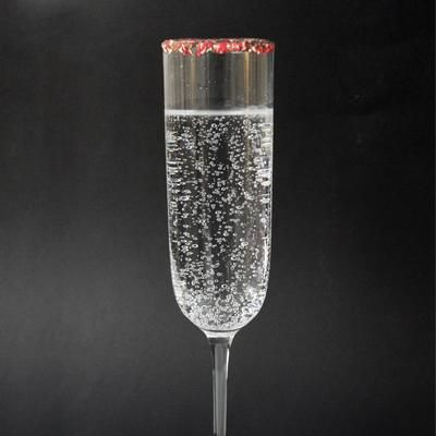 Candy Cane Fizz-Tini 152 Calories. Peppermint schnapps, vanilla vodka and candy cane seltzer!