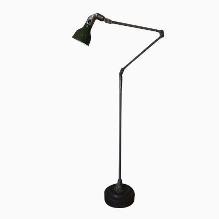Cute Industrielle Englische Stehlampe von Mek Elek er Jetzt bestellen unter