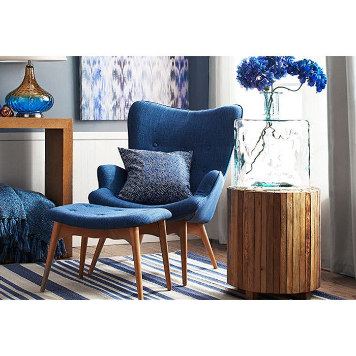 Edythe Pillow in Blue// Love the armchair//