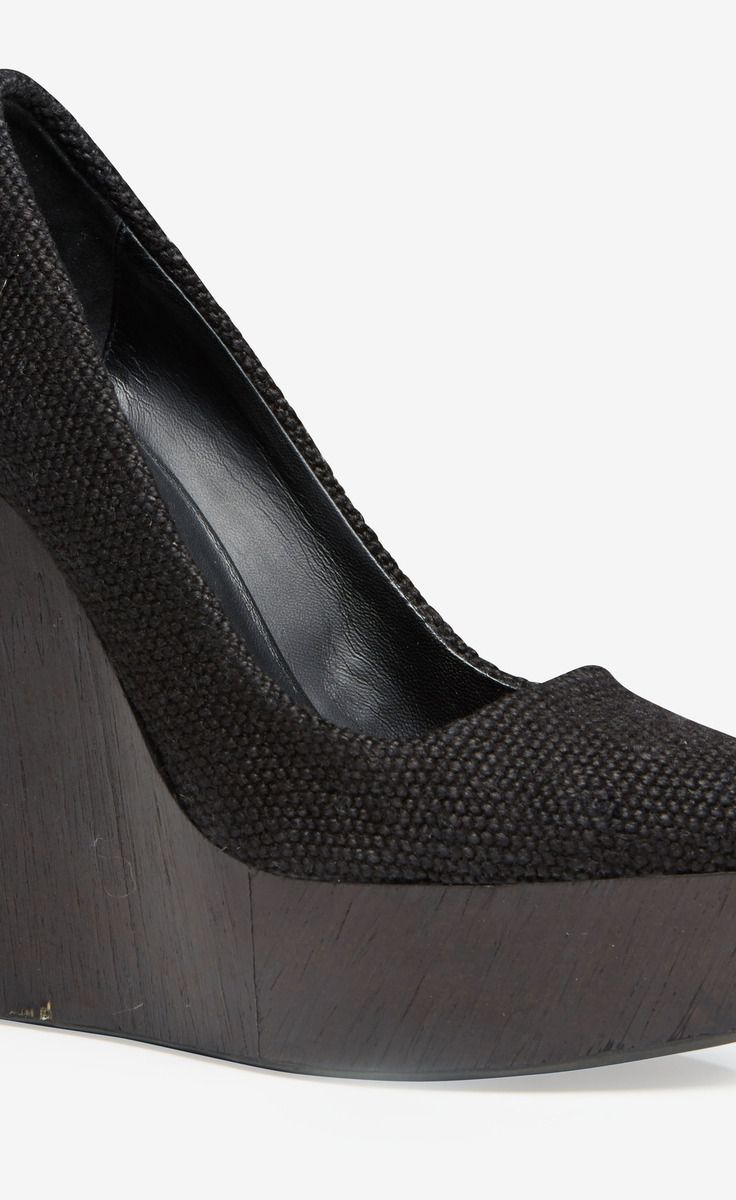 Theyskens' Theory Black Pump | VAUNTE