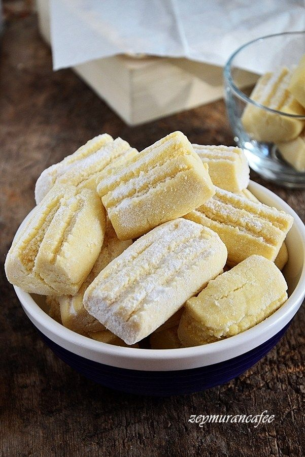 Un kurabiyesi tarifini istemiştim Konya da bir börekçi, kurabiye dükkanından.Mağrur görünüşlü kendisiyle gurur duyduğu pek belli olan hanımefendi un kurabiyesi nasıl yapılır biliyor musun diye sormuştu bana. Nasıl olacak un, şeker, margarinle demiştim kısaca. Öyle değil işte…