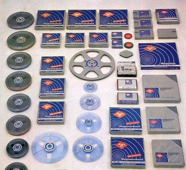 Photo compares all the sizes of 1/4-inch audio tape - www.remix-numerisation.fr - Rendez vos souvenirs durables ! - Numérisation Transfert Duplication Sauvegarde de votre patrimoine audio et vidéo familial