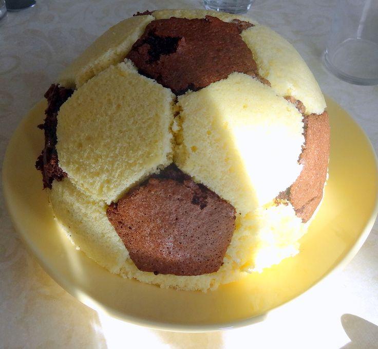 gateau d'anniversaire, ballon de foot----tuto inside-----recette easy football cake recipe birthday cake 9 ans---9 years-old boy