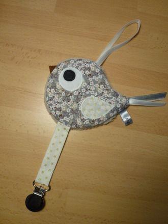 Doudou attache tétine oiseau gris fleuri - réservé