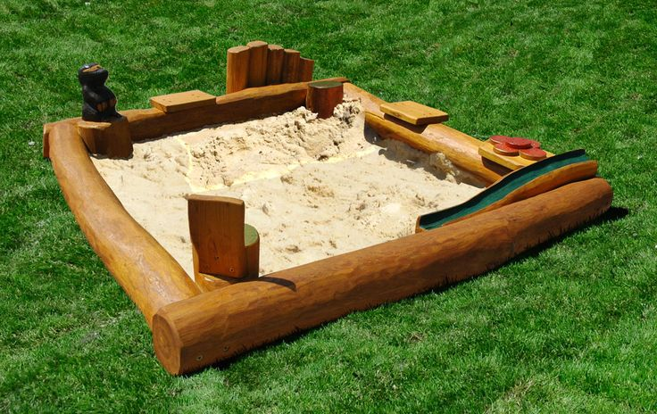 Sandkasten mit Spielelementen klein