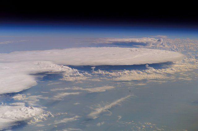 Thunder clouds from ISS  -  Tordenskyer fra ISS  -  Pressemeddelelse: Andreas Mogensen skal fotografere kæmpelyn og tordenskyer fra rummet: DMI