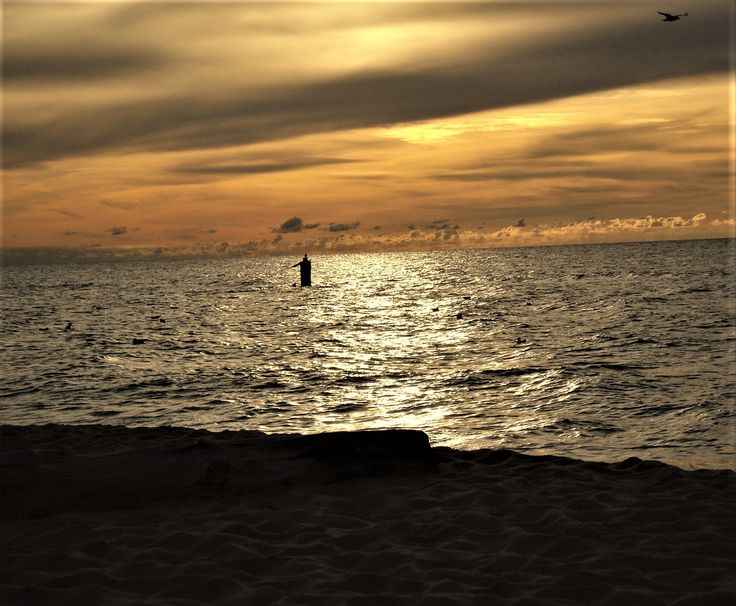 Dąbki - plaża o zmierzchu.