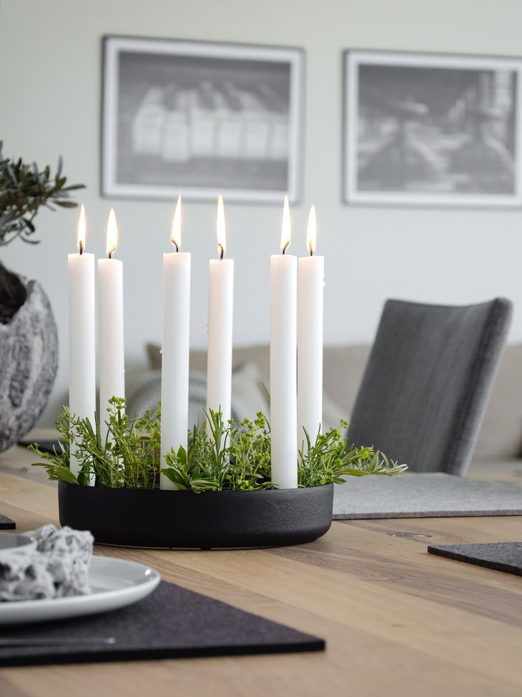 Muuto Kerzenleuchter mit Kräutern dekorieren. Tischdeko mit Kräutern. Maritime Tischdeko.