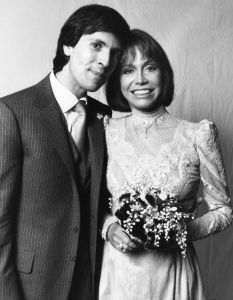 Mary Tyler Moore and  Robert Levine marry (her 3rd) on November 23, 1983, at the Pierre Hotel in New York City. They are still presently married.