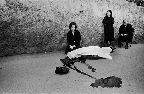 Franco Zecchin Wife and daughter beside the body of Benedetto Grado 1983