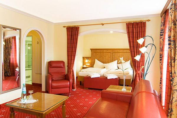 Blick in eines der Hotelzimmer / View into one of the hotel rooms | Treff Alpenhotel Kronprinz