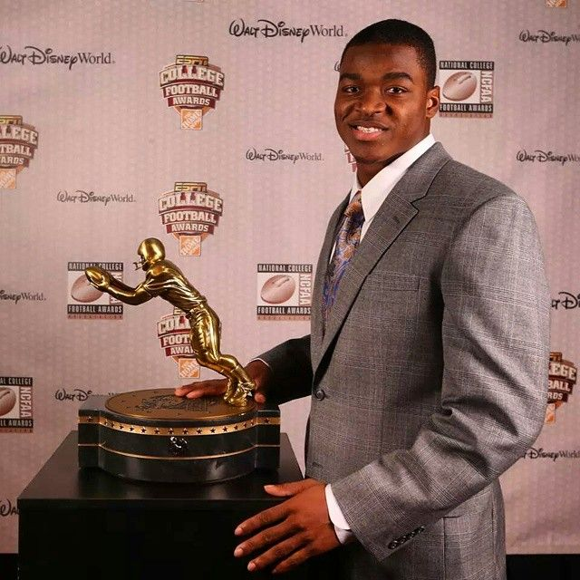 roll_tide_fever's photo: Junior wide receiver Amari Cooper was presented the 2014 Biletnikoff Award as the nation's outstanding college receiver on Thursday night at the ESPN Home Depot College Football Awards Show. He is the first Crimson Tide player to receive the prestigious award. #rolltide #rtr